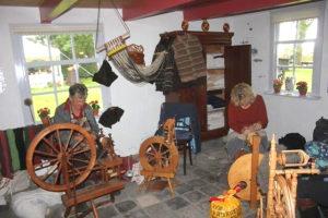 Spinbijeenkomsten in de museumboerderij van het Wieringer Eilandmuseum.